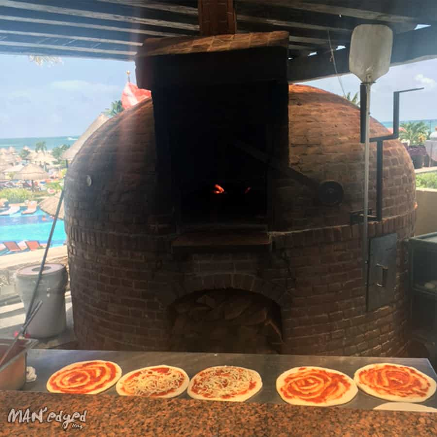 Pizza oven and pizzas