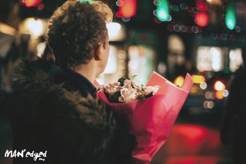 Man holding flowers on first date for MAN'edged Magazine advice column